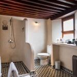 Salle de bain commune chambre #3 et #4 tadelakt beige